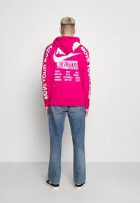 Nike Sportswear - HOODIE - Huppari - fireberry - 2