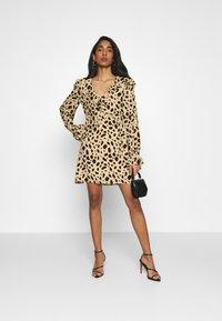 NA-KD - WRAPPED FRILL DRESS - Denní šaty - multi-coloured - 1