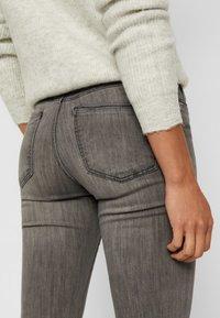 Vero Moda - VMTANYA - Jeans Slim Fit - light grey denim - 4