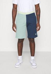 adidas Originals - BLOCKED UNISEX - Shorts - seasonal - 0