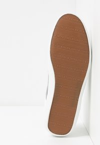 Jack & Jones - JFWLOGAN POP - Sneakersy niskie - bright white - 4