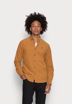 CLASSIC BUTTON DOWN CORDUROY  - Shirt - camel