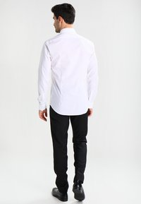 Calvin Klein Tailored - BARI SLIM FIT - Camicia elegante - white - 2