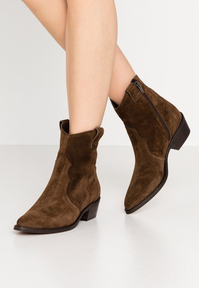ROSE - Cowboy/biker ankle boot - arabica