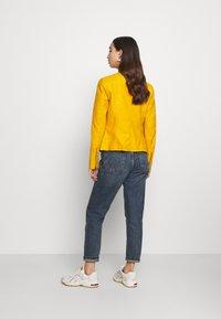 ONLY - ONLAVA BIKER  - Veste en similicuir - golden yellow - 2