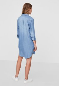 Vero Moda - Dongerikjole - light blue denim - 2