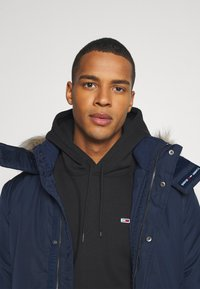 Tommy Jeans - TECH BOMBER UNISEX - Winter jacket - twilight navy - 7