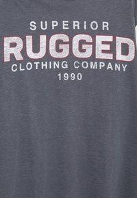 Jack & Jones - JJWASH TEE CREW NECK - T-shirt med print - ombre blue - 2