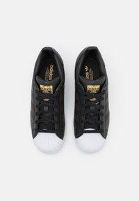 adidas Originals - SUPERSTAR UNISEX - Sneakers basse - core black/footwear white - 3