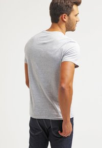 Pier One - Basic T-shirt - light grey melange - 2