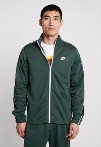 Nike Sportswear - SUIT BASIC - Tepláková souprava - galactic jade/white - 0