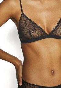 ARKET - Triangle bra - black - 4
