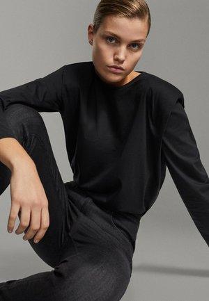 SHIRT AUS REINER BAUMWOLLE MIT ZIERFALTEN - Long sleeved top - black