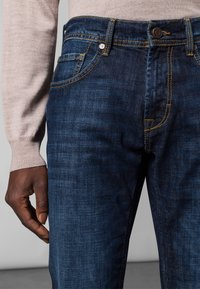 Baldessarini - 5-POCKET JACK - Straight leg jeans - dark blue - 3