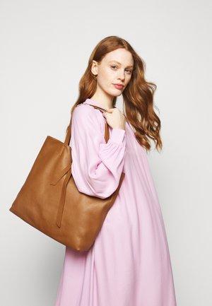 JOY - Shoppingväska - caramel