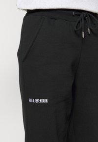 Han Kjøbenhavn - PANTS - Teplákové kalhoty - black - 4