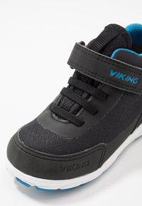 Viking - SPECTRUM MID GTX - Zapatillas de senderismo - black/blue - 2