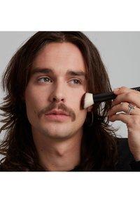 Nyx Professional Makeup - TOTAL CONTROL PRO DROP FOUNDATION - Foundation - natural - 1