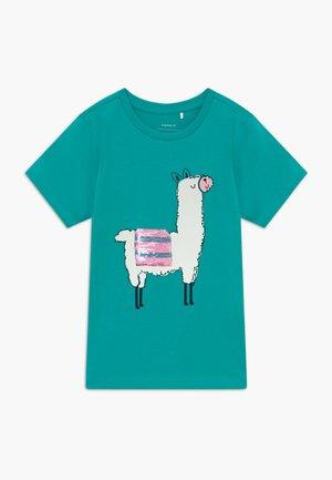 NKFDULAMA  - Print T-shirt - latigo bay