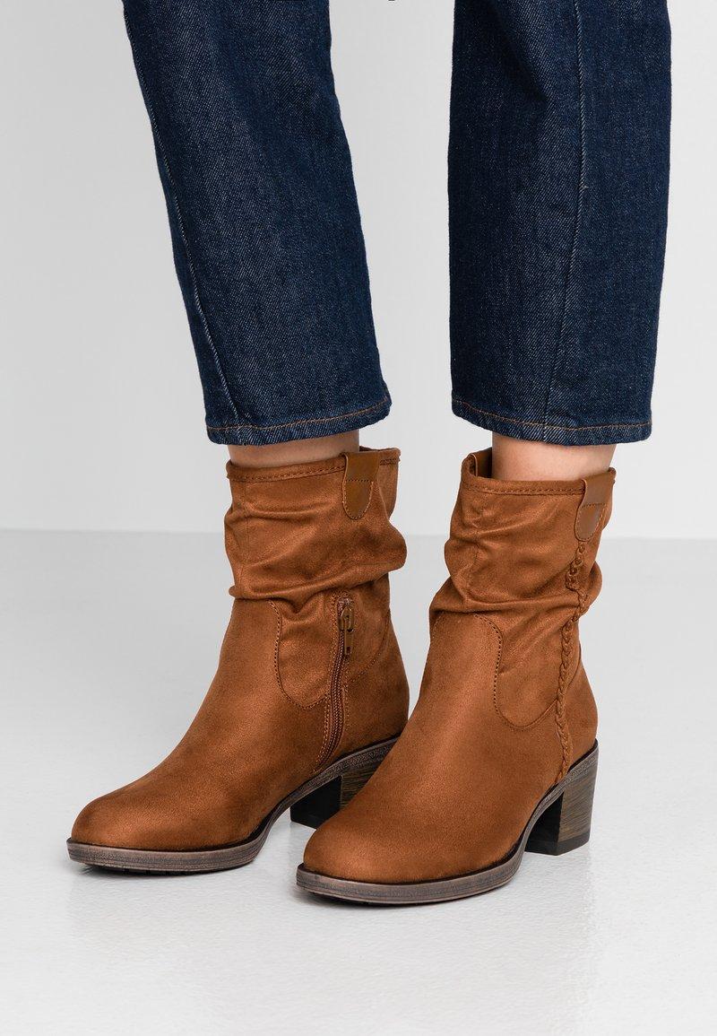 Anna Field - Kotníkové boty - cognac