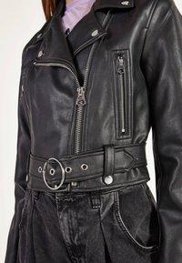 Bershka - BIKERJACKE AUS KUNSTLEDER 01137564 - Faux leather jacket - black - 3