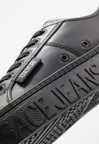 Versace Jeans Couture - Sneakers basse - nero - 5