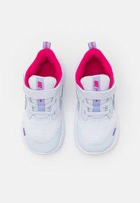 Nike Performance - REVOLUTION 5 UNISEX - Hardloopschoenen neutraal - football grey/purple pulse/fireberry/white - 3