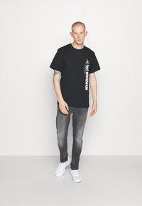 Blend - SCRATCHES - Slim fit jeans - denim grey - 1