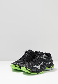 Mizuno - WAVE VOLTAGE - Volleyball shoes - black/high rise/green gecko - 2