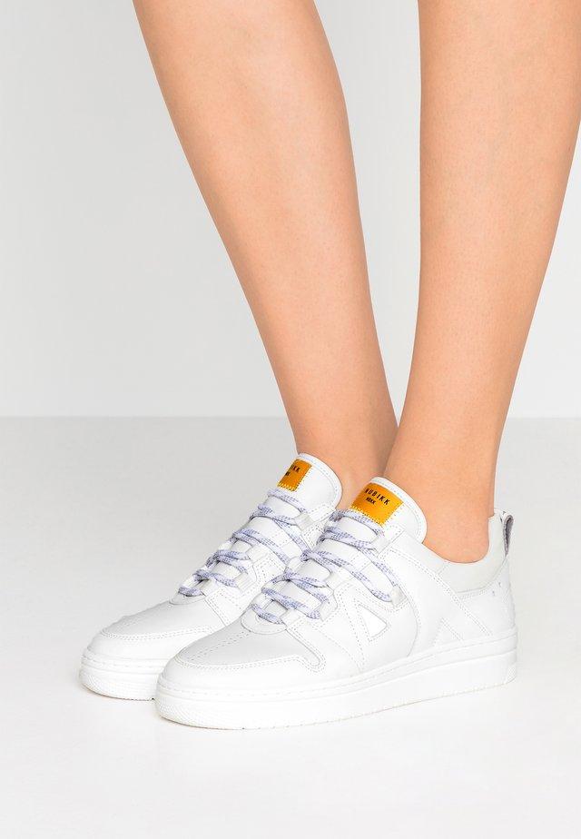 YEYE ARJUN - Sneaker low - white