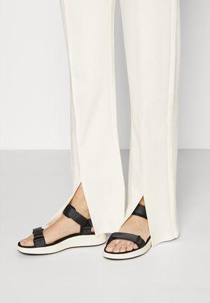 LINE - Sandals - schwarz