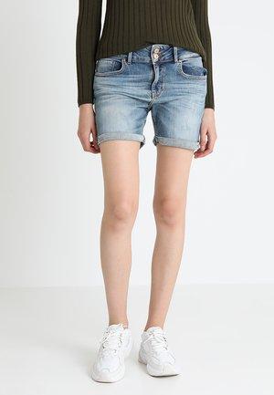 BECKY - Jeans Short / cowboy shorts - lewa wash
