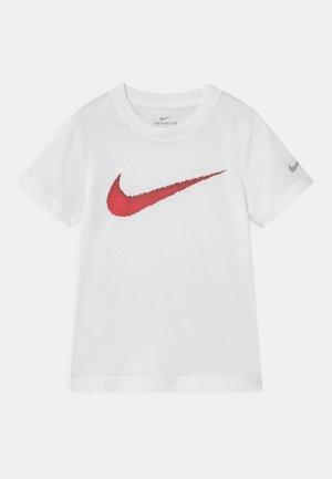 TEXTURE - Camiseta estampada - white