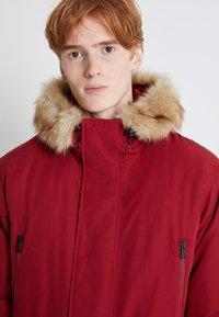 Levi's® - WOODSIDE LONG UTILITY  - Winter coat - biking red - 5