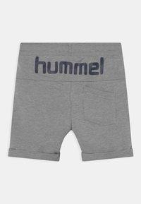Hummel - FLICKER UNISEX - Sports shorts - grey melange - 1