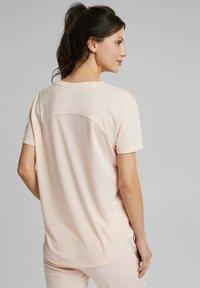 Esprit Sports - MIT LOGO-PRINT - Print T-shirt - peach - 2