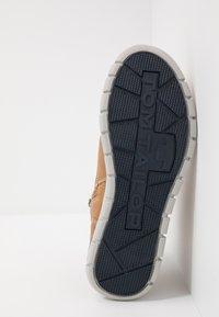 TOM TAILOR - Sneakersy wysokie - camel - 4