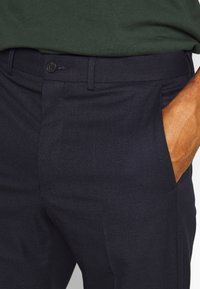 Isaac Dewhirst - PUPPYTOOTH FLAT FRONT TROUSER - Trousers - dark blue - 4