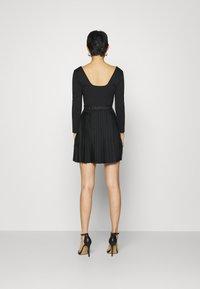 Calvin Klein Jeans - LOGO WAISTBAND PLEATED DRESS - Jersey dress - black - 2