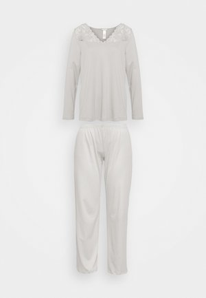 Pyjamas - essential