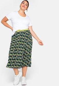 Sheego - A-line skirt - tiefgrün gemustert - 1