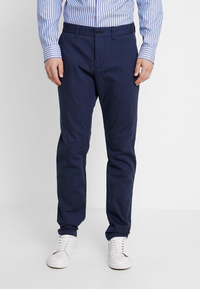 PRISTU - Spodnie materiałowe - ink blue