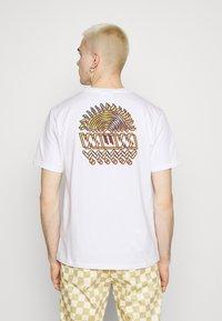 WAWWA - UNISEX SUNSPOTS - Print T-shirt - white - 2