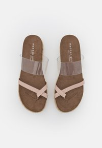 Madden Girl - CASE - Sandály s odděleným palcem - blush - 5