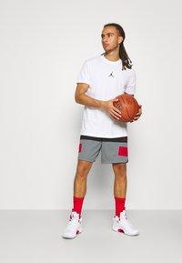 Jordan - AIR SHORT - Pantaloncini sportivi - black/smoke grey/gym red - 1