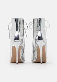 BEBO - SAVIOUR - Kotníková obuv na vysokém podpatku - silver - 3