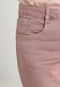 Cream - LOTTE COCO - Slim fit jeans - old rose - 3