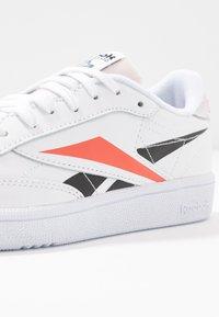 Reebok Classic - CLUB C 85 LIGHT LEATHER UPPER SHOES - Sneakers basse - white/black/rosett - 2