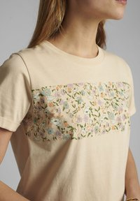 Nümph - Print T-shirt - brazillian sand - 2