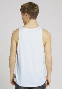 TOM TAILOR DENIM - TANK  MIT BRUSTTASCHE - Top - mint white yd thin stripe - 2